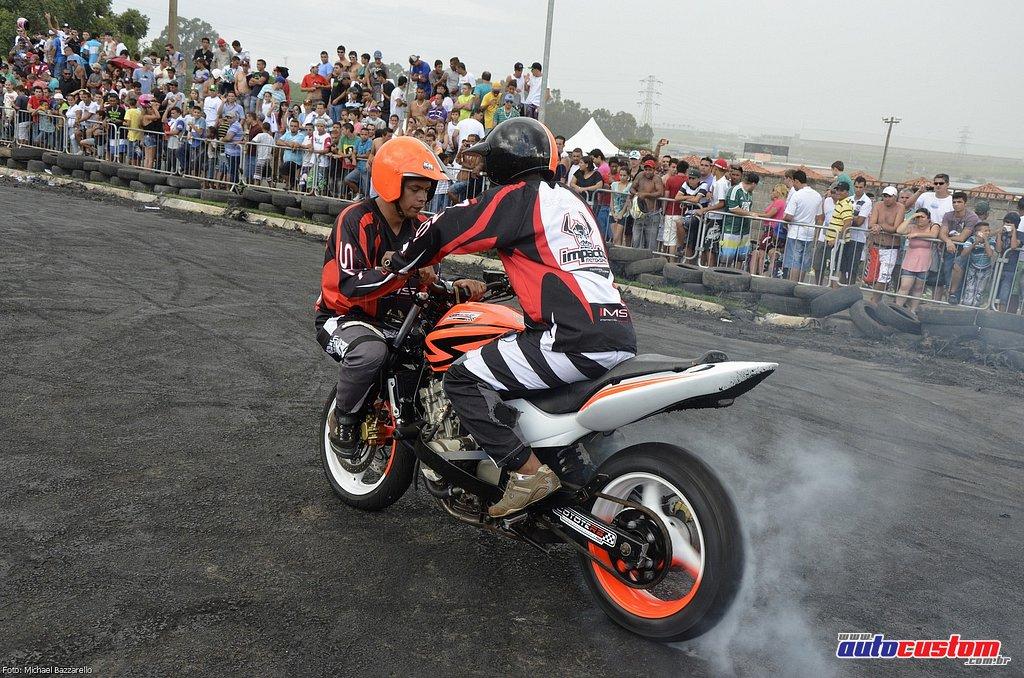 9-mega-motor-2013-burnout-wheeling-carros-som-255