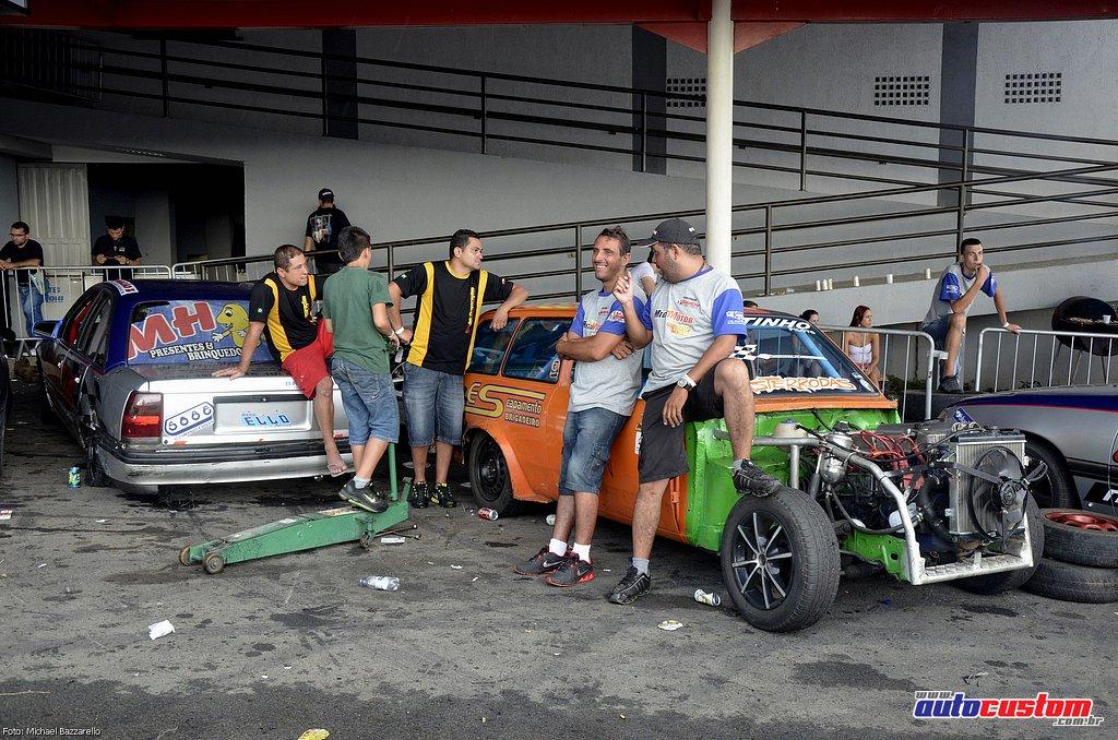 9-mega-motor-2013-burnout-wheeling-carros-som-261