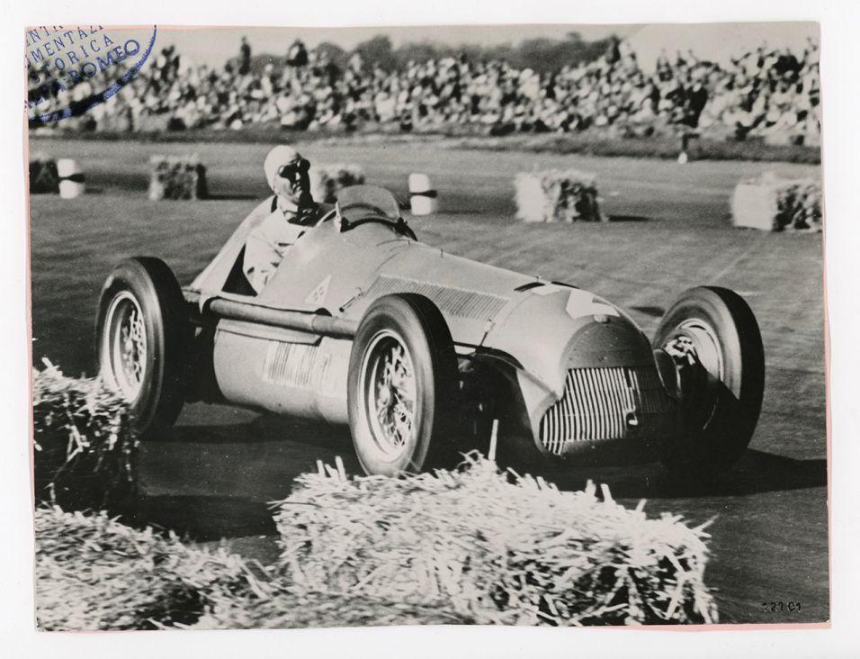 Nino Farina et la 158 à Silverstone en 1950