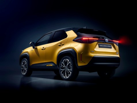toyota-new-yaris-cross-rear-left_c