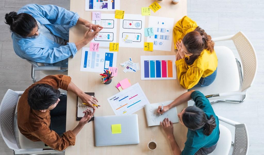 design-research-team-meeting