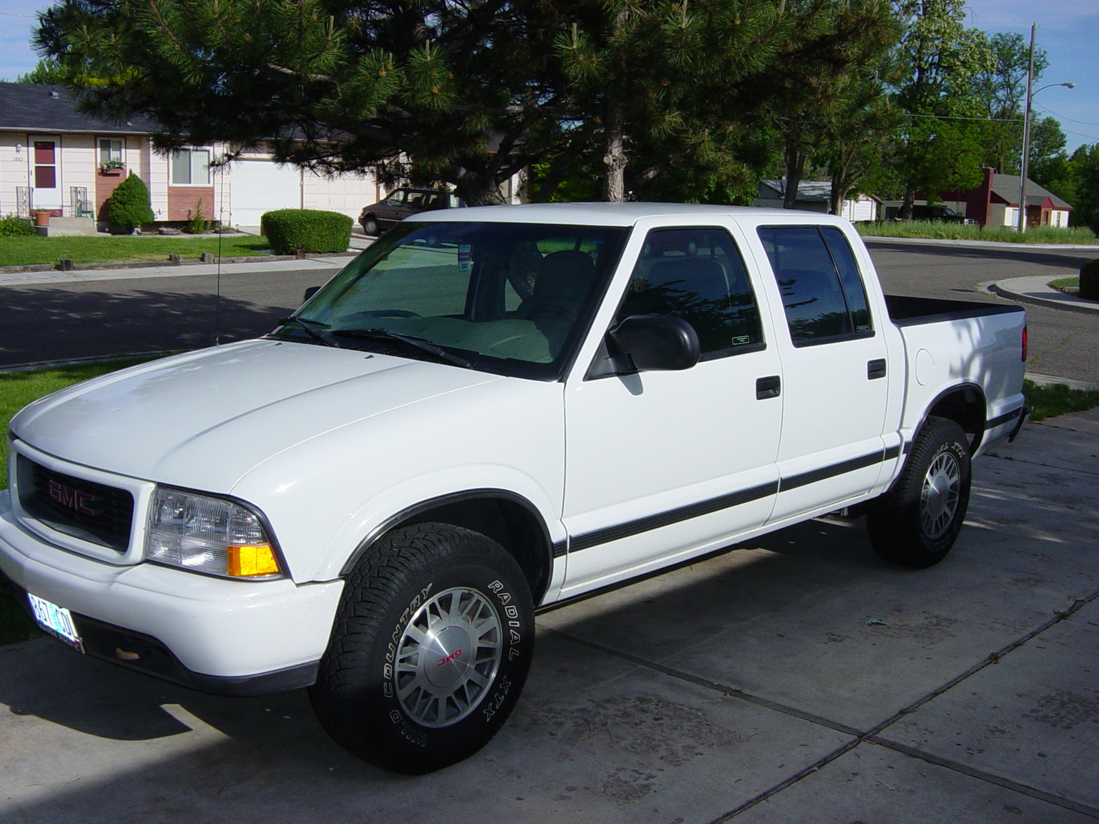 hight resolution of 2001 gmc sonoma sl short bed 2wd photo 1