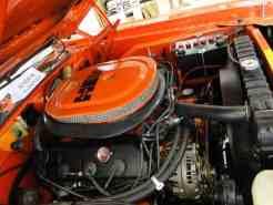 ... fica ainda mais bonita ao olhar o cofre do motor e admirar um HEMI 426