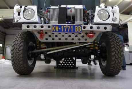 Parte da suspensão dianteira visível (forum-auto)