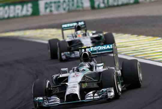 Rosberg e Hamilton vão decidir título em Abu Dhabi (Foto Mercedes Benz Media)