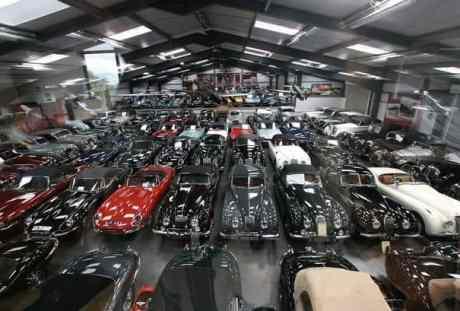 Coleção tem 130 Jaguar clássicos