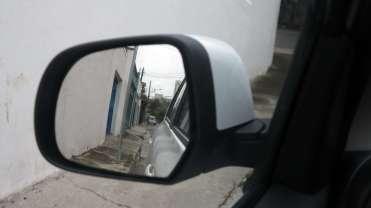 Espelhos pequenos, bom para a cidade, mas com excelente visibilidade