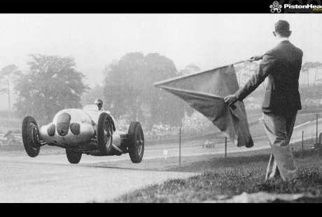 Dick Seaman com Mercedes em Donington