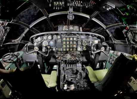 Cockpit do mesmo exemplar do museu (national-museum-af-mil)
