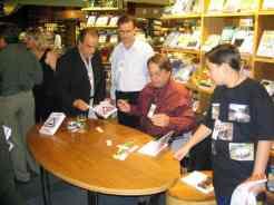 Da esquerda: Reinaldo Abrahão, autor; Ronaldo Cagiano. autor; eu, compilador; Diogo Arendt, o mais jovem autor