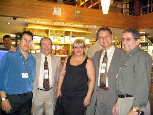 Da esquerda: Cássio, da Livraria Cultura; Francisco Ribas, da Editora Ripress; Cel. Marcondes e esposa e o Dermeval, da Ripress