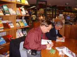 A meu lado o Emir dos Santos Macedo, autor