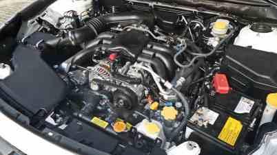 O 3,6-litros 6-cilindros de 24 válvulas, sem a capa, do jeito que a gente prefere