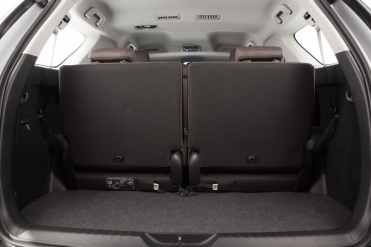 Bom porta-malas ainda com a terceira fila montada