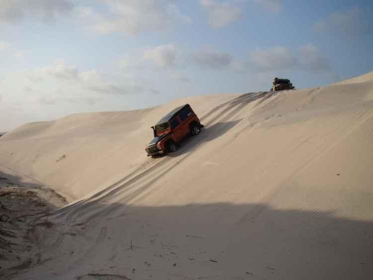 Atravessando dunas no Maranhão durante uma Expedição. As grandes viagens sempre são uma experiência fascinante. Foto: autor