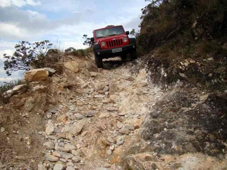 """Controlar a """"máquina"""" em terrenos acidentados e inclinados pode trazer uma """"adrenalina"""" inacreditável. Foto: auto na Serra da Canastra (MG)"""