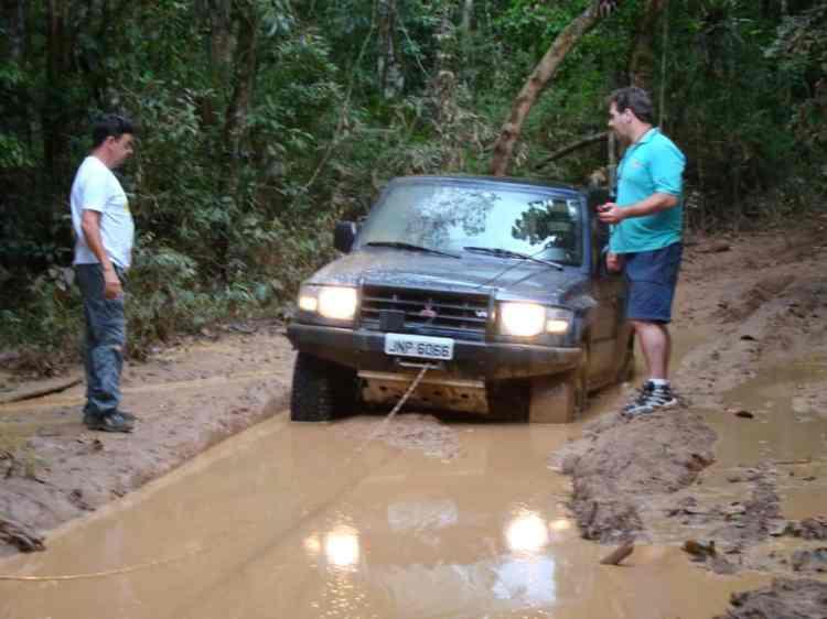Atoleiros podem segurar o carro e você vai precisar de um guincho ou a ajuda de outro carro. Foto: Embú das Artes (SP)