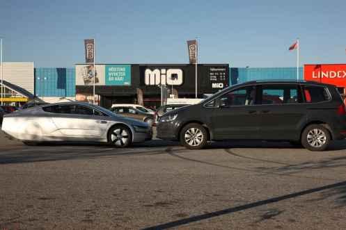VW Sharan mostra a diferença para um carro mais normal