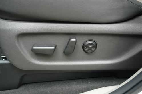 Bancos elétricos para motorista e passageiro dianteiro, com ajuste lombar