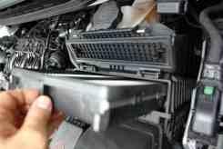 Filtro de ar do motor com acesso sem ferramentas