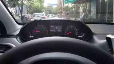 Marcha-lenta a 900 rpm...