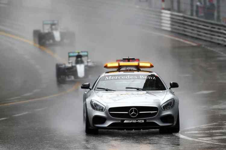 A chuva, a Mercedes e o Safety Car marcaram presença na prova vencida por Lewis Hamilton (foto Mercedes)