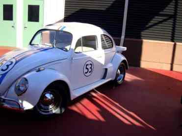 """Já em 2010 o carro arrumado, se bem que parado ao relento; mas é uma atração, todos gritam: """"olha o Herbie!"""""""