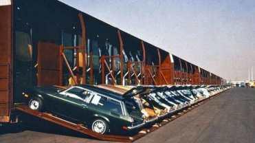 Vista parcial do pátio de carga de veículos