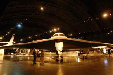O B-2 Spirit é uma asa voadora, estável apenas com ajuda dos computadores
