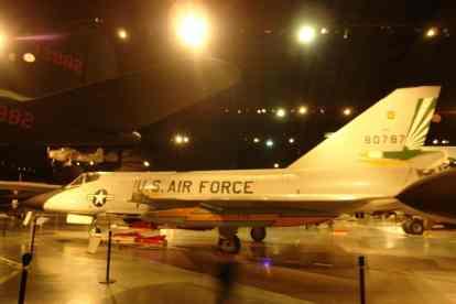 Vista lateral do Delta Dart mostra avião com mais de 60 anos que ainda parece moderno