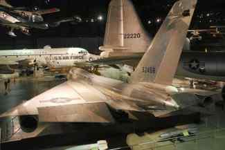 Passei muitos minutos olhando o B-58. Lindo demais.