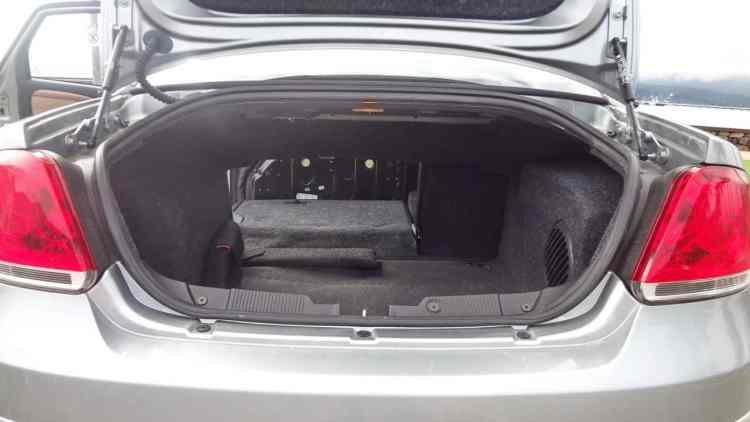 Porta-malas de 500 litros e encosto rebate