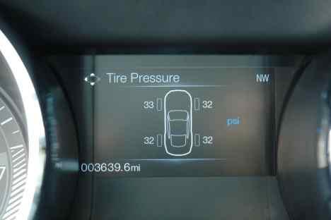 Pressão dos pneus também monitorada, de grande utilidade