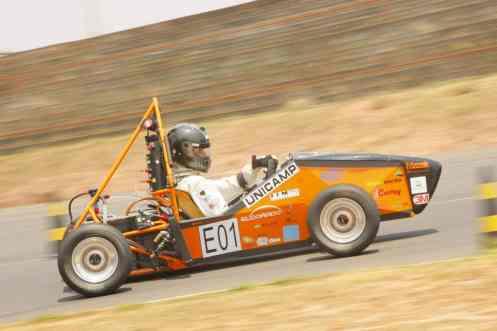 Fórmula SAE: estudantes constroem carros a combustão e elétricos