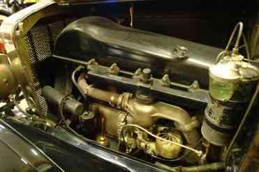 ...mas sim pelo motor em linha arrefecido a ar, como os aeronáuticos que a fábrica construía