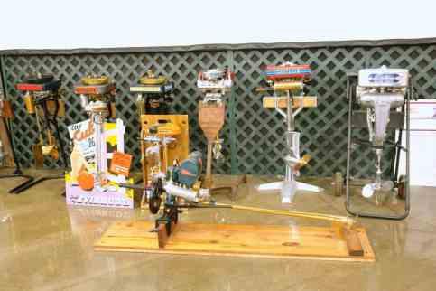 Motores de popa de várias marcas