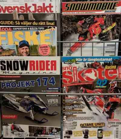 Algumas revistas de snowmobile. No sul da Suécia não tem elas assim, no supermercado