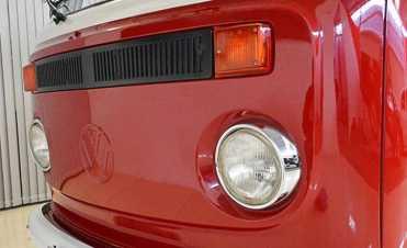 Kombi Luxo 1977 com o emblema estampado (Foto site Pastore Car Collection)