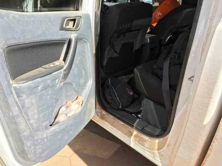 Imagem da porta traseira esquerda de nossa Ranger XLS bastante empoeirada pelas falhas de vedação. Foto: autor