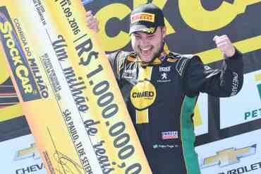 Felipe Fraga, 21 anos, é o mais novo milionário da Stock Car (Foto Fernanda Freixosa)