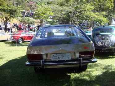 Mais uma foto deste carro, visto de trás