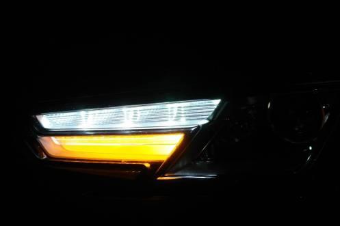 LEDs do DRL sempre acesos, e pisca abaixo deles