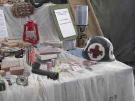 Lanterna, capacete, lampião a querosene