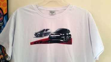 A camiseta oferecida pela Volkswagen com o desenho exclusivo do José Carlos Pavone destacando o Gol GT Concept que foi apresentado no Salão 2016 (foto Alexander Gromow)