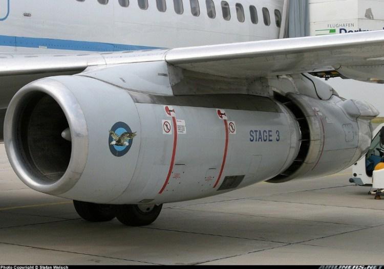 """Turbina JT8D de um Boeing 737-200 com """"hush kit"""". Observe o mixer na parte traseira da turbina ( Stefan Welsch airliners.net)"""