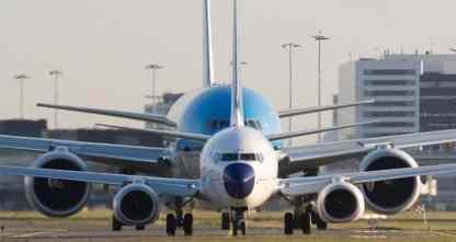 O diâmetro do GE90 é superior ao tamanho da fuselagem do Boeing 737 (Erwin – airliners.net)