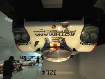"""Ao fundo a velocidade que permite ao 962 andar """"no teto"""""""