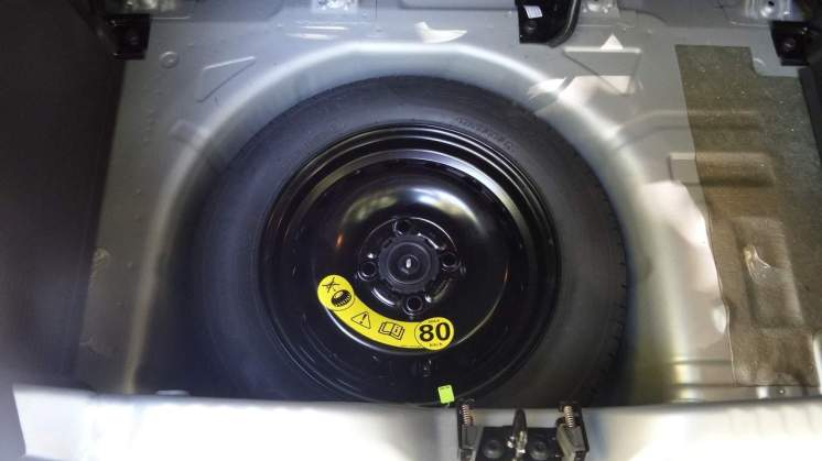 Estepe temporário de diâmetro bem menor que as demais rodas