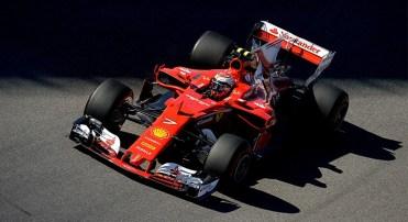 Kimi Räikkönen completa a primeira fila de largada ocupada pela Ferrari (Ferrari)