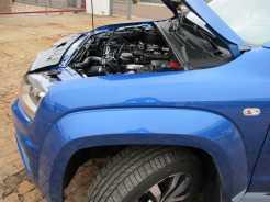 Posição do motor sobre eixo dianteiro visível desse ângulo